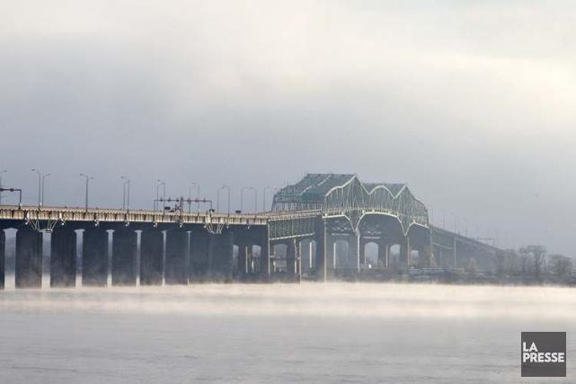 Le pont Champlain, qui relie Montréal à Brossard,... (Photo: Robert Skinner, archives La Presse)