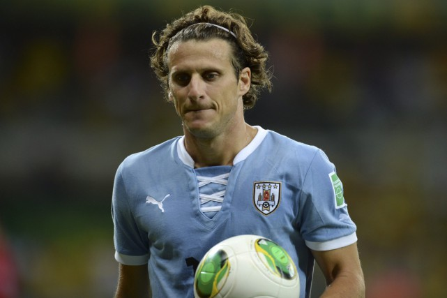 Diego Forlan... (Photo Martin Cerchi, archives Reuters)