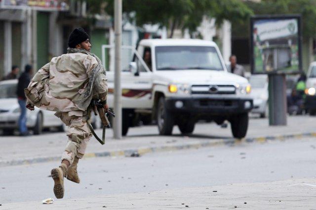 Depuis la chute du régime Kadhafi, les autorités... (PHOTO ESAM OMRAN AL-FETORI, ARCHIVES REUTERS)