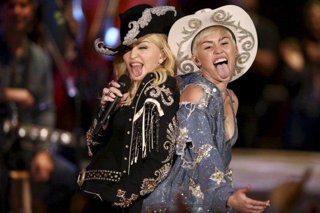 Madonna et Miley Cyrus ont partagé la scène... (Photo: AP)