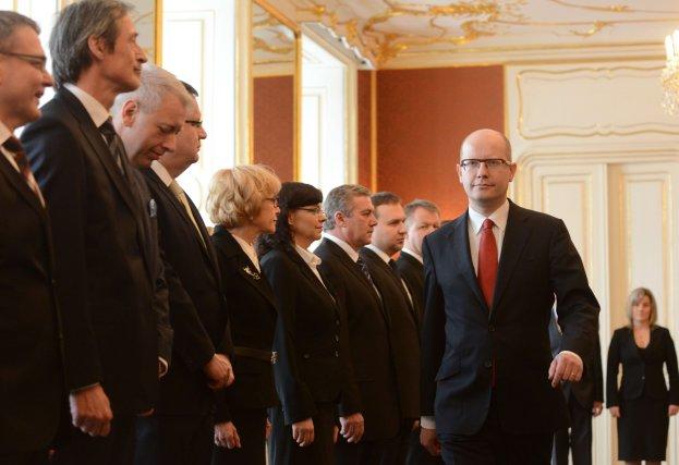 Bohuslav Sobotka (à droite) nommé à la tête... (Photo MICHAL CIZEK, AFP)