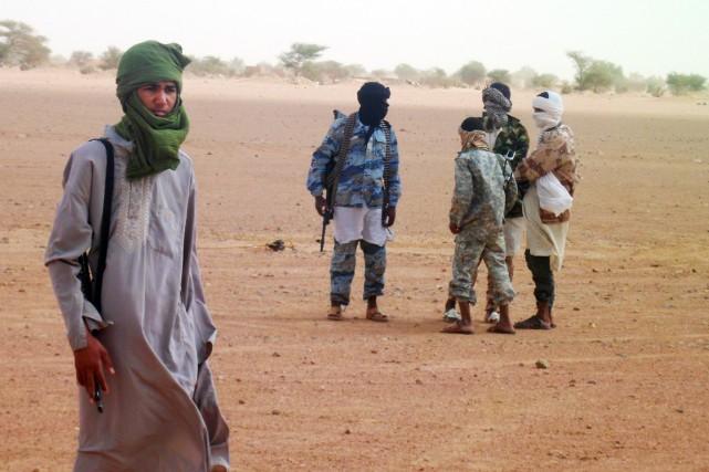 Des combattants du groupe djihadiste affilié à Al-Qaïda... (PHOTO ROMARIC OLLO HIEN, ARCHIVES AFP)