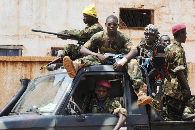 Des rebelles de la Séléka, à Bangui, en... (PHOTO SIA KAMBOU, ARCHIVES AFP)