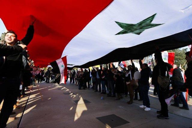 Des partisans du président syrien Bashar al-Assad ont... (Photo Denis Balibouse, Reuters)