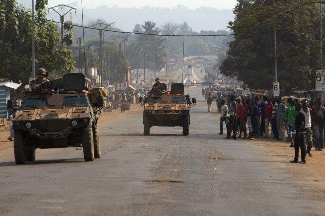Des soldats français patrouillent à Bangui.... (Photo Siegfried Modola, Reuters)