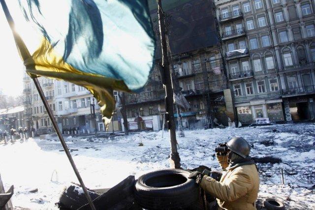 Un militant anti gouvernement monte la garde d'une... (Photo Davis Mdzinarishvili, Reuters)