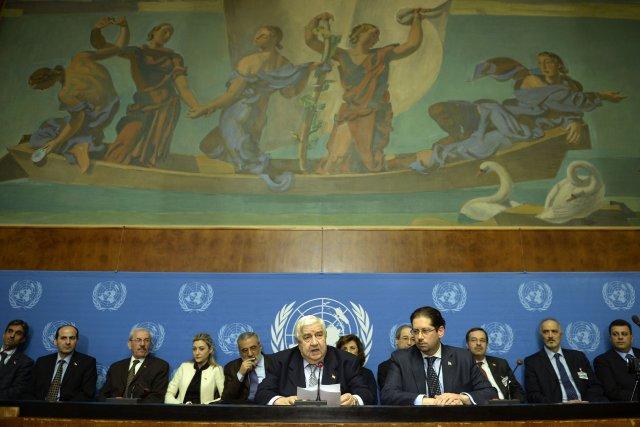 La délégation gouvernementale syrienne dirigée parWalid Muallem (au... (PHOTO PHILIPPE DESMAZES, AFP)