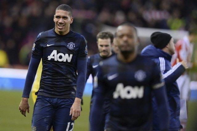 À gauche, le défenseur de Manchester United Chris... (Photo Andrew Yates, AFP)