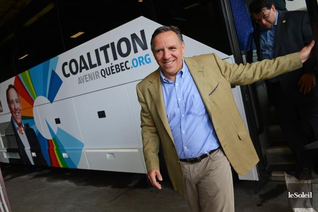 Le chef François Legault et ses députés se... (Photo Patrice Laroche, Le Soleil)