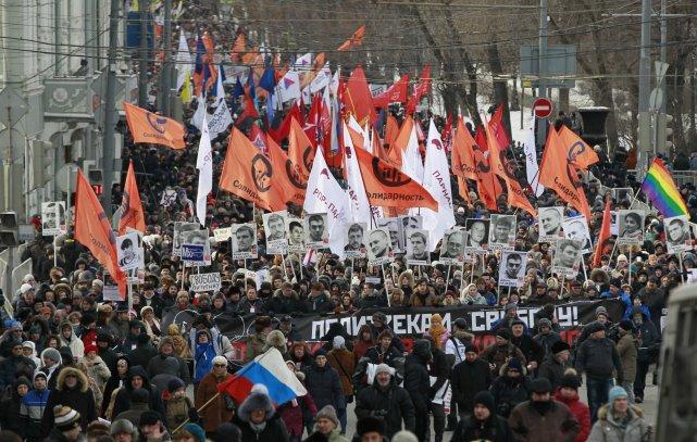Les manifestants du Front de gauche réclamaient par... (Photo Alexander Zemlianichenko, AP)