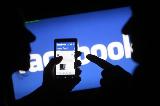 À la veille de son 10e anniversaire, Facebook... (PHOTO DADO RUVIC, REUTERS)
