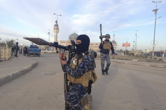 À Ramadi, l'armée et la police mènent dans... (PHOTO ASSOCIATED PRESS)