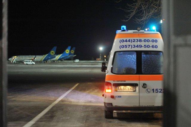 Dmytro Boulatov a été transporté dans une ambulance... (Photo: AFP)