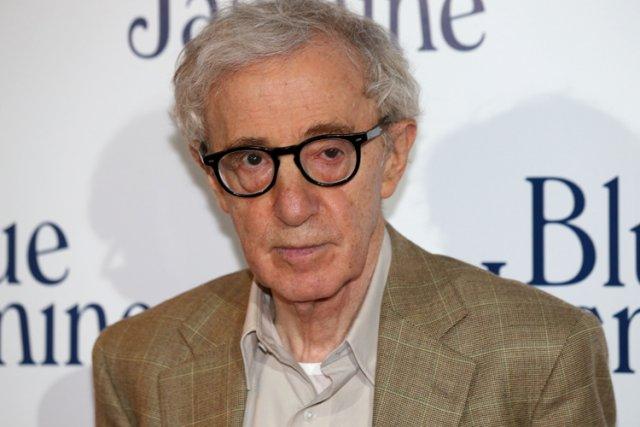 Le réalisateur Woody Allen à la sortie française... (Photo: AFP)