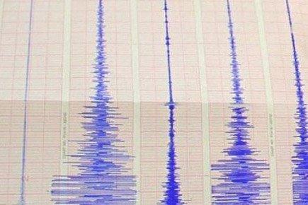 Un fort séisme a touché l'île grecque de Céphalonie, tôt lundi matin, une...