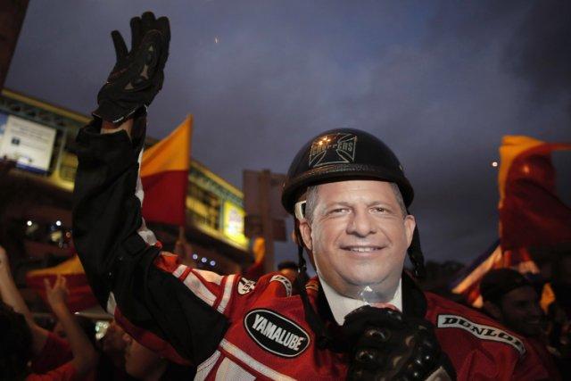 À la surprise générale Luis Guillermo Solis, professeur... (Photo: Reuters)