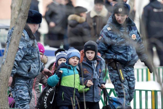 «Aucun élève n'a souffert», a déclaré au site... (PHOTO ALEXANDER ZEMLIANICHENKO, AP)