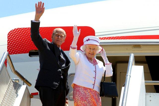 La reine Élisabeth II et son mari le... (PHOTO LINCOLN BAKER, ARCHIVES AFP)