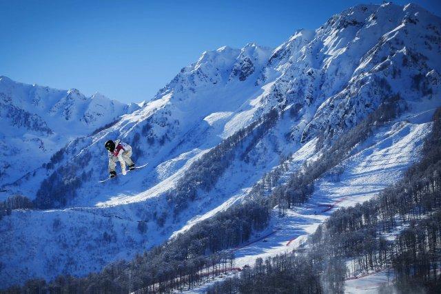 Pour accéder à la remontée mécanique, les skieurs... (Photo LUCAS JACKSON, Reuters)