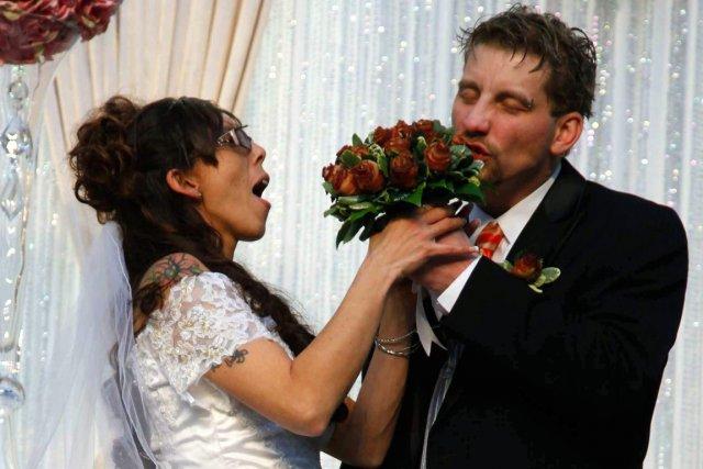 Craig Rouch a pris une bouchée du «bouquet... (Photos AP)
