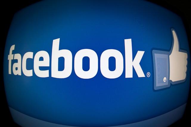 Les utilisateurs de Facebook aiment voir et commenter les photos de leurs amis... (PHOTO AGENCE FRANCE PRESSE)