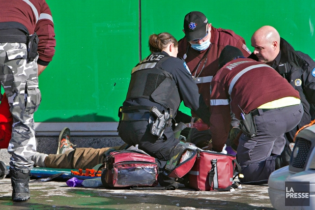 Un homme dans la quarantaine est décédé après avoir a été touché par balle par... (PHOTO PATRICK SANFAÇON, LA PRESSE)