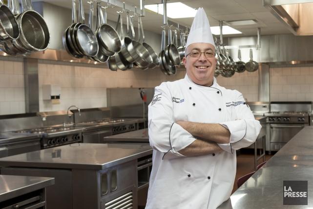 François Sigouin est enseignant en cuisine professionnelle à... (Photo Robert Skinner, La Presse)