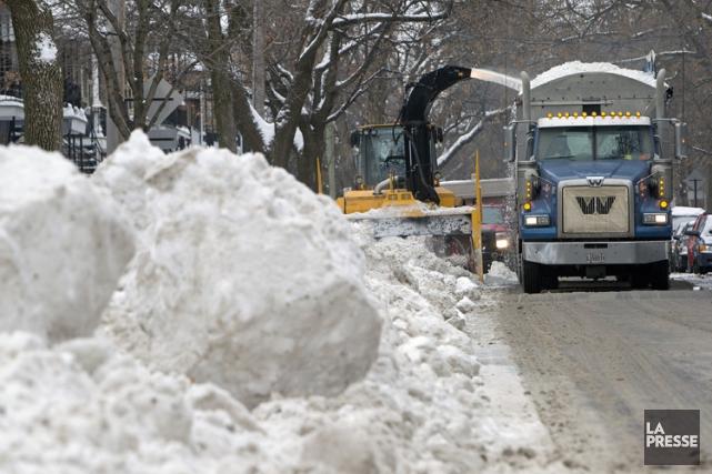 Le chargement de la neige décrété hier par la Ville de Montréal est... (PHOTO ROBERT SKINNER, ARCHIVES LA PRESSE)
