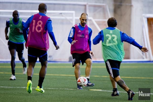 Marco Di Vaio et les joueurs de l'Impact... (Photo Marco Campanozzi, La Presse)