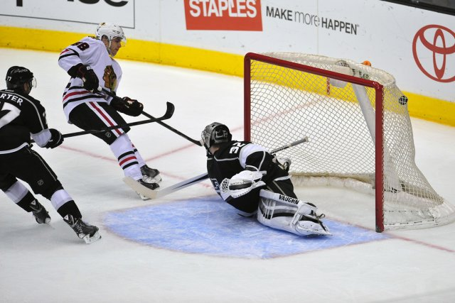 Patrick Kane a déjoué Jonathan Quick en troisième... (Photo Gary A. Vasquez, USA Today)