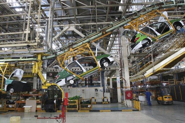Une usine d'assemblage du constructeur automobile français Peugeot... (Photo Vahid Salemi, AP)