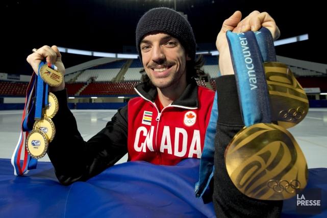 Les deux médailles d'or que Charles Hamelin a... (Photo Alain Roberge, La Presse)