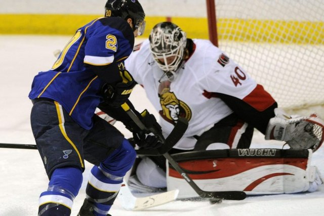 Robin Lehner a fait face à 46 lancers... (Bill Boyce, Associated Press)