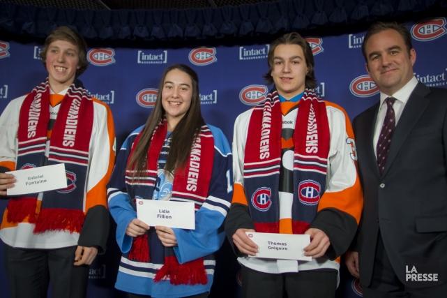 Les jeunes hockeyeurs Gabriel Fontaine, des Cantonniers de... (Photo André Pichette, La Presse)