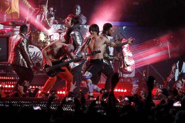 Les musiciens avaient fait semblant de jouer lors... (Photo Kathy Willens, Associated Press)
