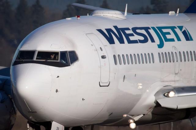 Le transporteur aérien WestJet (T.WJA)se prépare à l'arrivée... (Photo DARRYL DYCK, ARCHIVES PC)