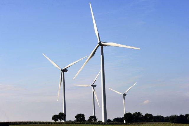 L'an dernier, des éoliennes représentant une capacité totale... (PHOTO PHILIPPE HUGUEN, ARCHIVES AFP)