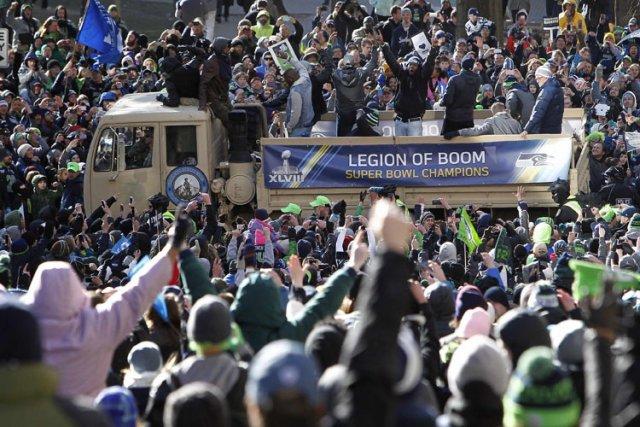 Des centaines de milliers d'amateurs se sont massés... (Photo: Reuters)