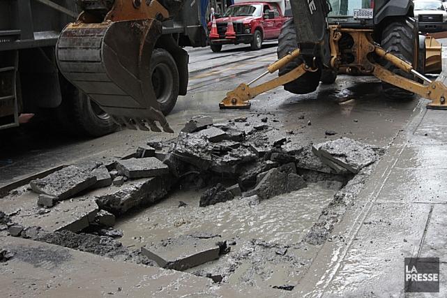 Les centaines de millions engloutis et les dizaines de chantiers qui font... (Photo archives La Presse)