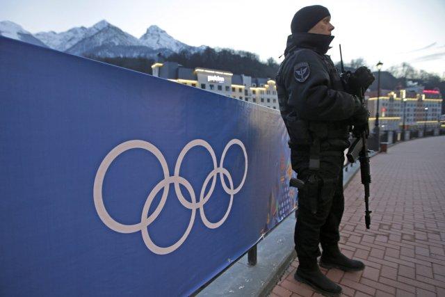 Sous haute surveillance militaire, les Jeux de Sotchi... (Photo Dita Alangkara, AP)
