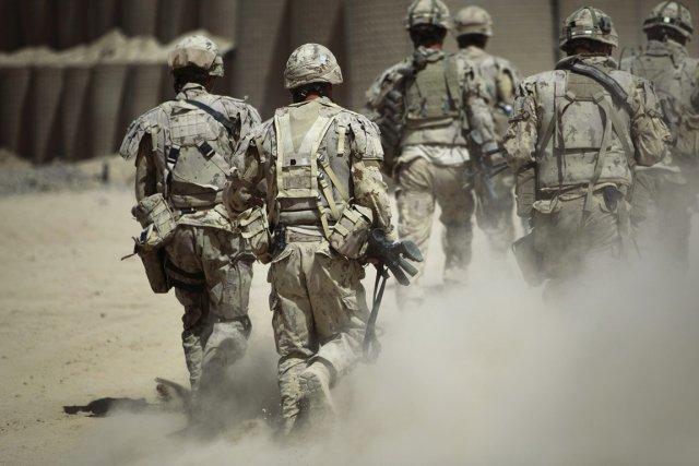 À la veille du retrait des troupes étrangères... (PHOTO ANJA NIEDRINGHAUS, ARCHIVES PC/AP)