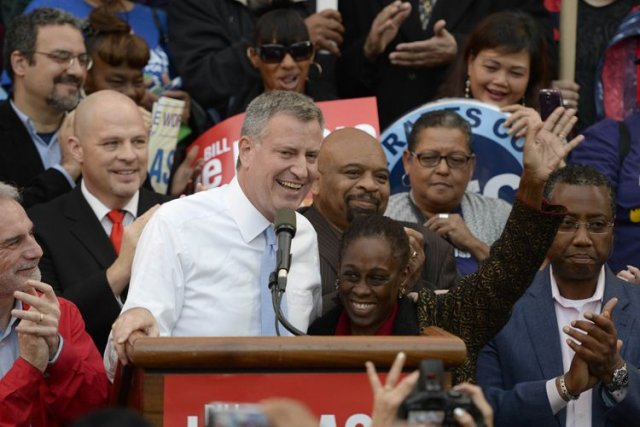Bill de Blasio et sa femme Chirlane McCray,... (Photo Archives AFP)