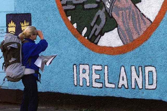 Les services de secours d'Irlande du nord ont pris en charge jeudi soir une... (Photo Archives AFP)