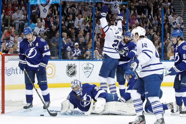James van Riemsdyk (21) laisse exploser sa joie... (Photo Kim Klement, USA TODAY Sports)