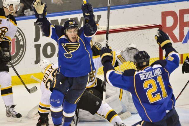 T.J. Oshie des Blues célèbre le but de... (Photo Jasen Vinlove, USA TODAY Sports)