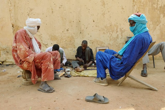 Déjà tendues, les relations entre les Touaregs (ci-dessus)... (PHOTO  ERIC FEFERBERG, ARCHIVES AFP)