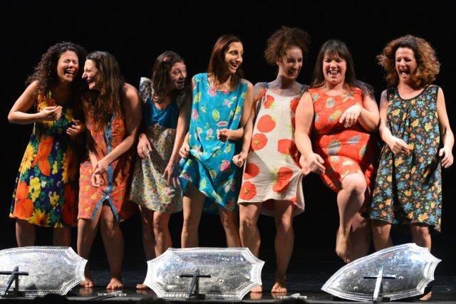 Les actrices de la pièce Les soeurs Macaluso,... (Photo: AFP)