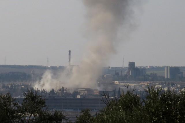 De la fumée s'échappe de la prison centrale... (Archives AFP, Mohammed Al-Khatieb)