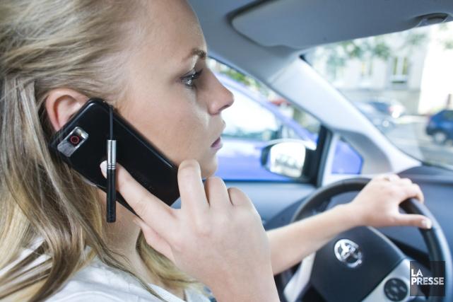 Le simple fait de parler au téléphone alors... (PHOTO ARCHIVES LA PRESSE)