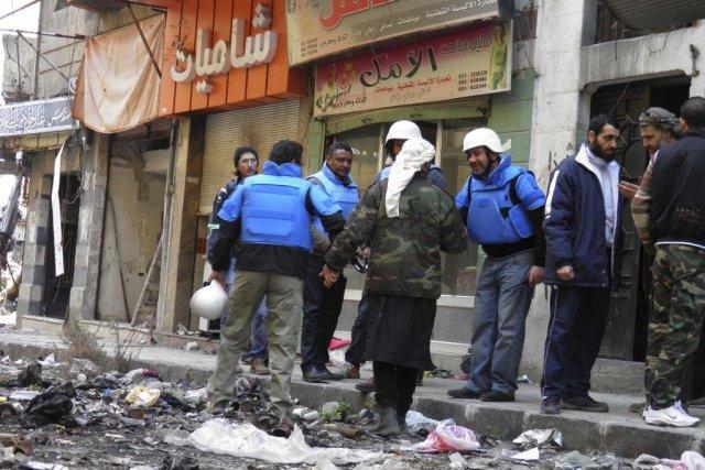Des véhicules transportant de l'aide pour les quartiers... (Photo Thaer Al Khalidiya, REUTERS)